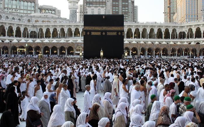 Ka'bah yang cantik, pusat dari Masjidil Haram. Merupakan titik fokus untuk berdoa umat Islam sedunia dalam mencari keseimbangan antara kehidupan duniawi dan akhiratnya.